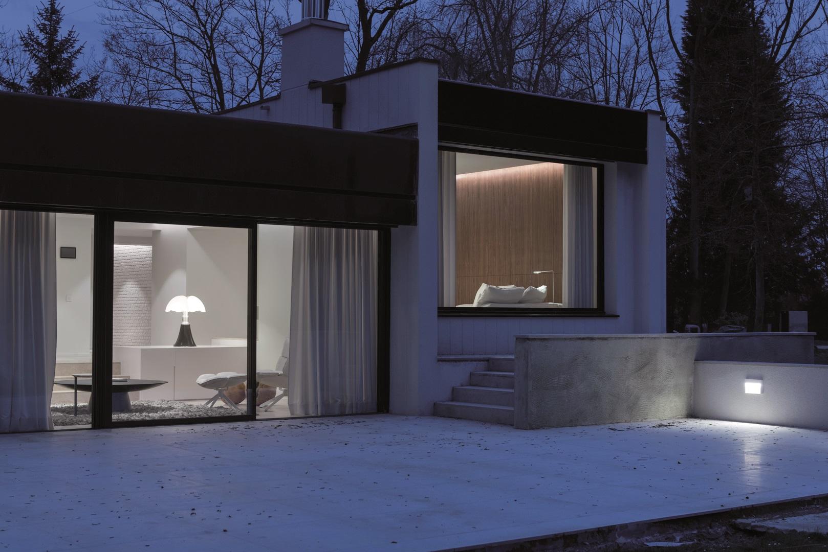 r interpr tation d une maison cubique des ann es 70 icone magazine. Black Bedroom Furniture Sets. Home Design Ideas